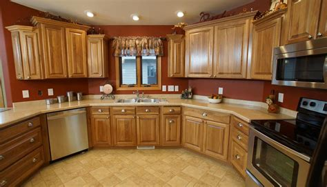 kitchen cabinets crown moulding staggered cabinets crown molding www 5992