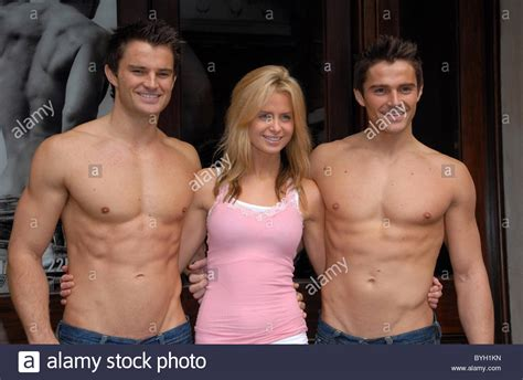 abercombie models abercrombie and fitch store opening at 7