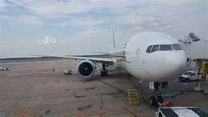 Airline Service Review: Singapore Airlines (SQ61) Houston ...