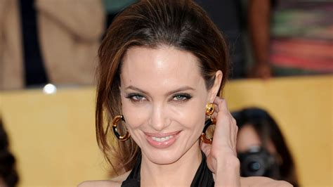 Cute Smile of Angelina Jolie Pics | HD Wallpapers