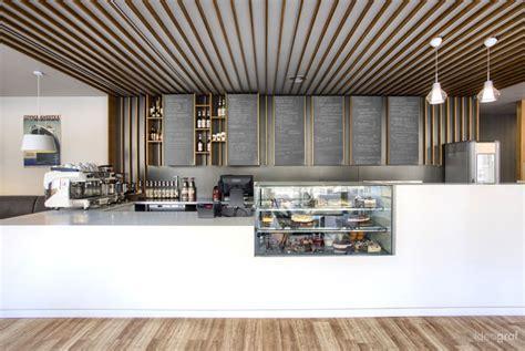 interior cafe unik dinding terbuat