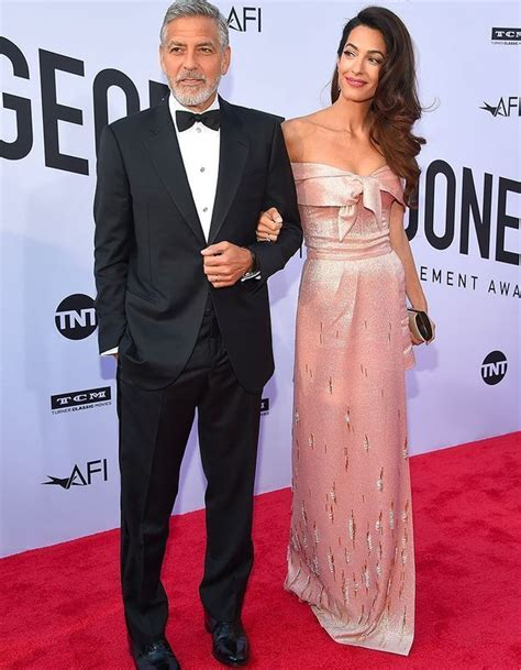George clooney makes me weak at the knees, so it was the clooney factor tonight that threw me, femalefirst.co.uk quoted hathaway as saying. George et Amal Clooney, soirée en amoureux devant Jennifer ...