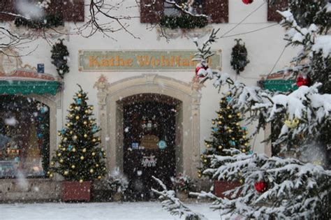 christmas decorations business