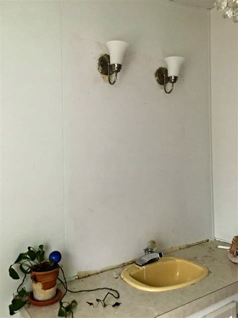 How Do You Remove A Bathroom Mirror by Easily And Safely Remove A Bathroom Wall Mirror That Is