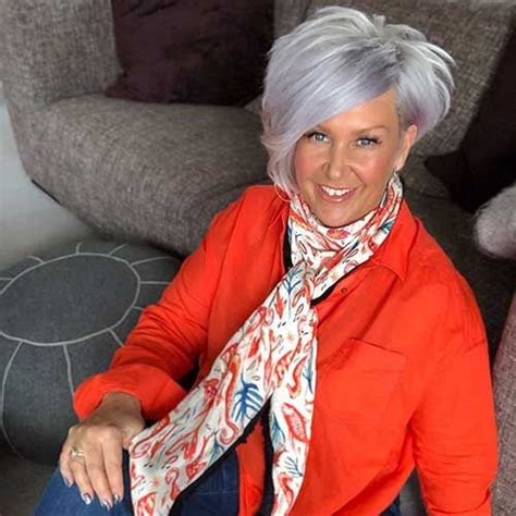 30+ Super Short Hairstyles for Women Over 50 in 2020