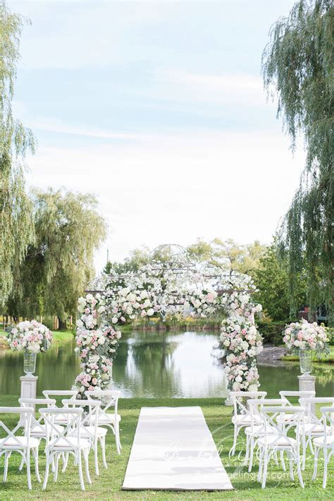 intimate garden at willow springs winery wedding