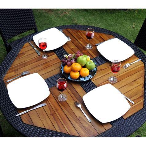 canapé de jardin en résine tressée ensemble table ronde de jardin en teck et chaises de