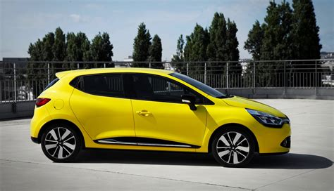 renault clio french city car   mid