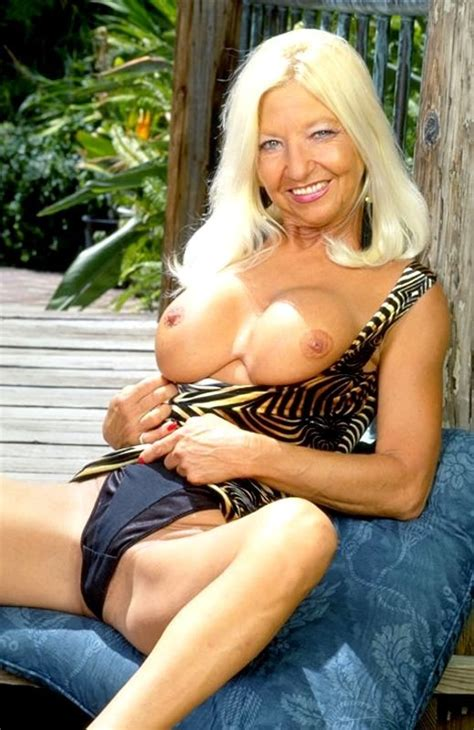 Busty blonde granny fingering her shaved mature pussy outdoor - Pichunter