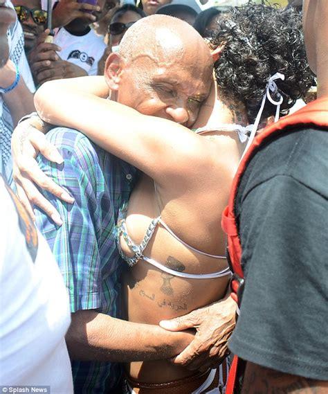 Kumekucha Duhh Rihanna Anabalaapicha 20 Hizi Hapa