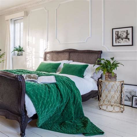 Design Ideas For Green Bedroom by 10 Stunnning Emerald Green Bedroom Designs Master