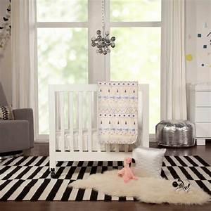 decoration chambre de bebe ecologique et minimaliste With chambre bébé design avec tapis fleuri