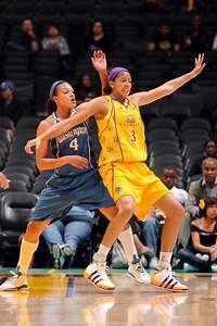 图文-[WNBA]神秘人69-72火花 帕克积极要位_篮球-NBA_NIKE新浪竞技风暴_新浪网