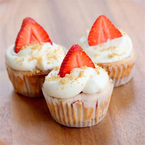 cupcake recipes strawberry cheesecake cupcakes recipe dishmaps