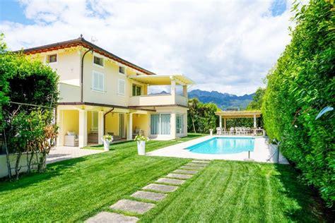 in affitto forte dei marmi villa romantica elegante villa singola in vendita e