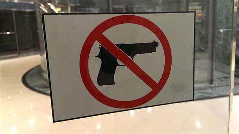 North Carolina Restaurant With 'no Guns Allowed' Sign