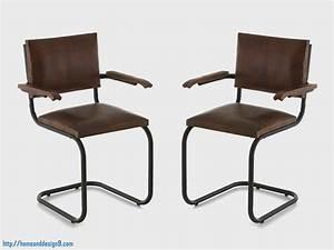 Awesome chaise de cuisine avec accoudoir accueil idees for Deco cuisine avec chaise de salon cuir