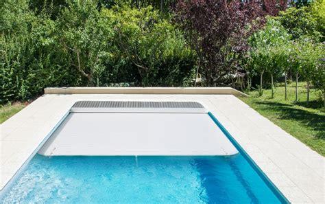prix piscine coque avec volet roulant piscine coque polyester rectangulaire avec volet roulant