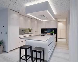 Küchen Mit Bar : weisse kunstharz k che mit chromstahl abdeckung ice design ~ Markanthonyermac.com Haus und Dekorationen