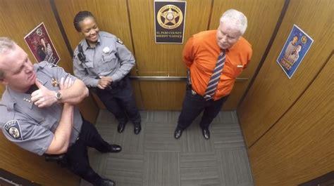 bureau d ude ascenseur une éra a été cachée dans l ascenseur du commissariat