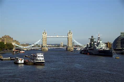 Foto El río Támesis con el Tower Bridge de Londres en ...