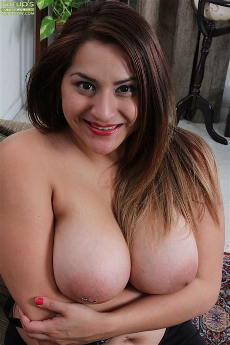 Italian Babe Cece Giovanni Revealing Large All Natural Milf Tits And Bush