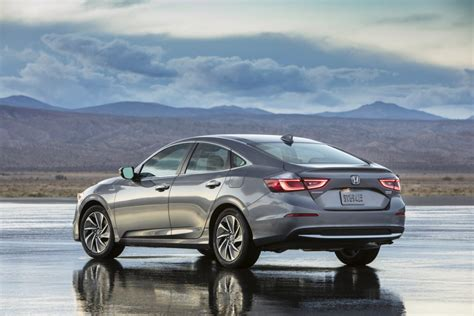 mpg battle heats   honda insight promises