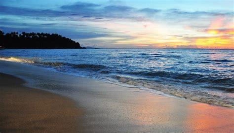 pantai kuta obyek wisata terkenal  bali sewa mobil
