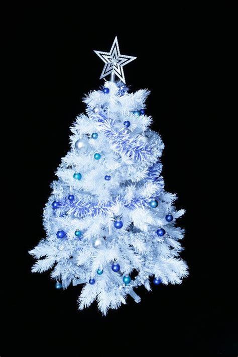 193 rbol de navidad blanco sorprende con una decoraci 243 n en