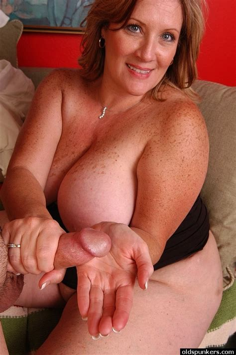 Mature Fat Chick Deedra Eating Cum Out Of Hand After