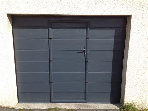 Porte De Garage Basculante Avec Portillon. Portes De