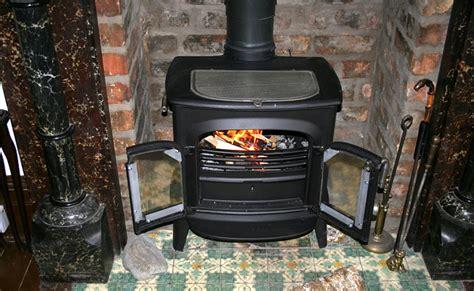 comparatif poele cuisine poêle à bois ou poêle à granulés lequel choisir le
