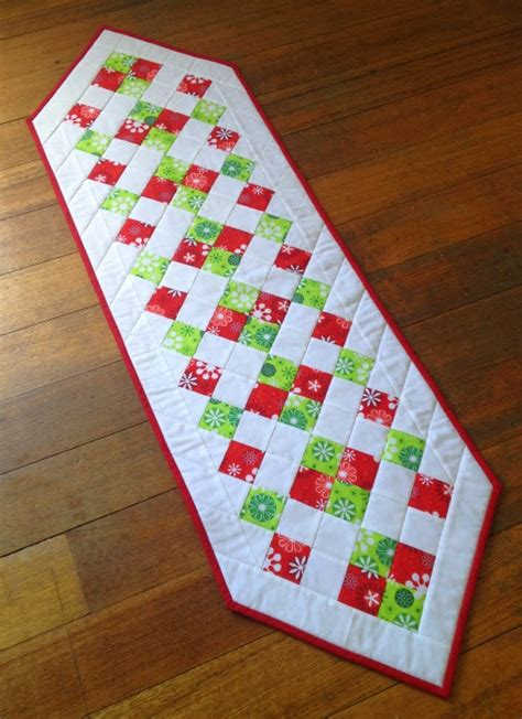 simple table runner patterns easy christmas table runner sew today clean tomorrow
