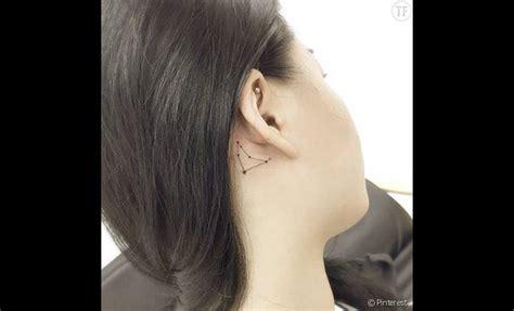 tatouage derriere oreille tatouage derri 232 re l oreille constellation terrafemina