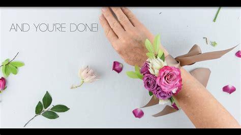 easy diy wrist corsage  flower moxie super fast