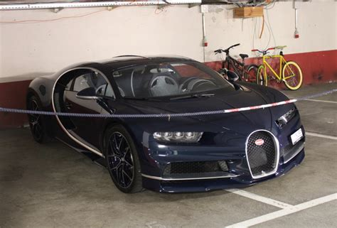 The upper echelon of the luxury car market hardly ever leaves any expensive stone unturned. Even in Paris people pay special attention to the Bugatti Chiron