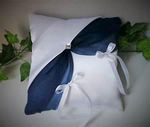 Coussin Bleu Marine : coussin alliances bleu marine blanc 6 ~ Teatrodelosmanantiales.com Idées de Décoration