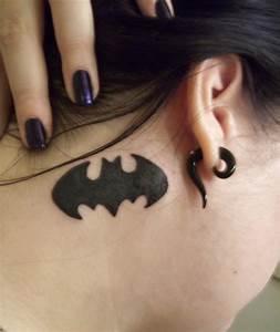 1000 idees sur le theme tatouages du symbole de batman sur With affiche chambre bébé avec piercing nez fleur