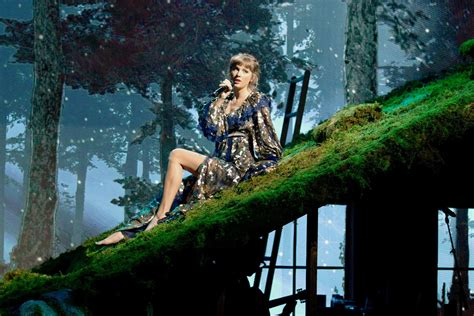 Taylor Swift Releases New 'Fearless' Vault Song 'Mr ...