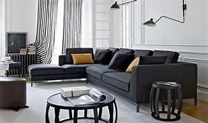 canape d39angle dans le salon pour plus de confort a la maison With tapis d entrée avec coussin canapé cuir noir