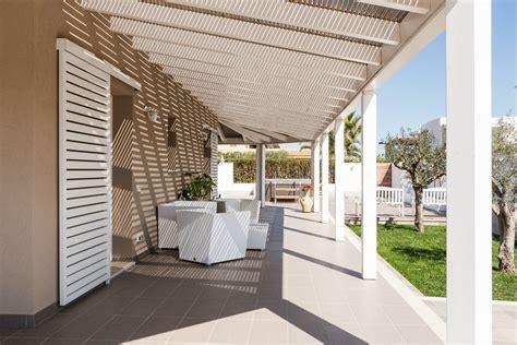 costo tettoia in legno tettoia e pannelli frangisole con copertura in legno e