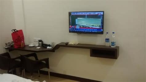 Small Bedroom Tv Reviews by Led 32 Inch Tv In Deluxe Room Picture Of Hotel Ashoka