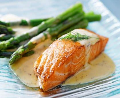 cuisiner saumon pavé de saumon express micro ondes recette de pavé de