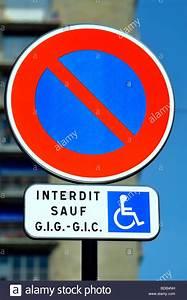 Panneau Stationnement Handicapé : paris france street d tail panneau routier fran ais 39 pas de stationnement sauf pour les ~ Medecine-chirurgie-esthetiques.com Avis de Voitures