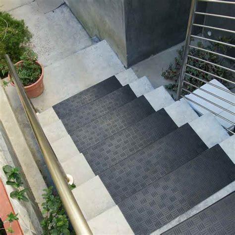 """Diamond Grip"" Rubber Stair Tread"