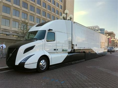 buy new volvo semi truck volvo 39 s supertruck demonstrates the art of the possible
