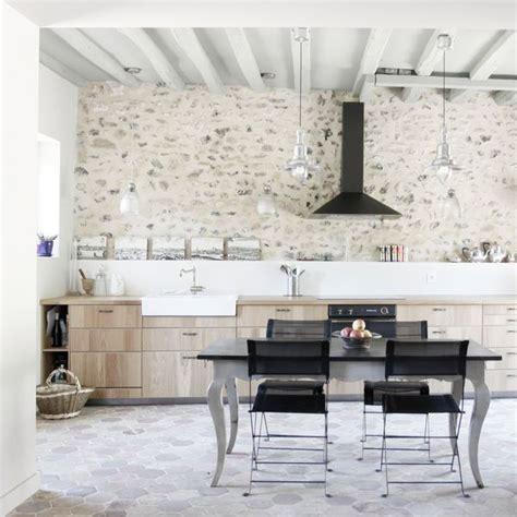 cuisine ancienne et moderne deco maison ancienne rénovée