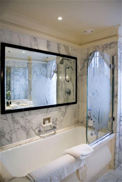 Tv In The Bathroom Mirror by Bathroom Mirror Tv Above Marble Bathtub