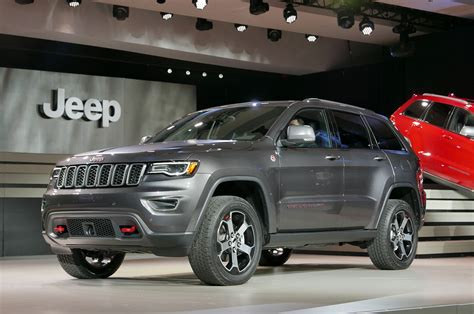 gray jeep grand cherokee 2017 2017 jeep grand cherokee adds trailhawk updates summit