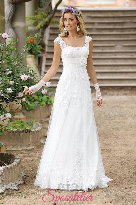 Gli abiti da sposa shabby e country chic rappresentano dei vestiti dagli stili eleganti, romantici e vintage, curati nei minimi dettagli. Abiti da sposa stile hippy chic